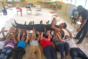 Una dinámica durante la escuela de formación de Quevedo